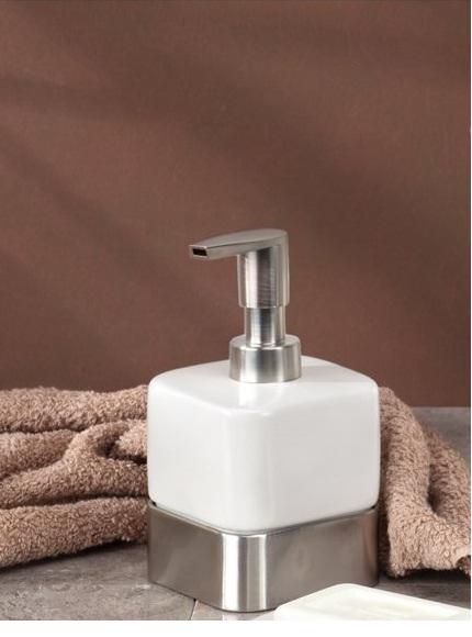 Bình đựng dầu gội, sữa tắm Gia Interdesign (short,W)